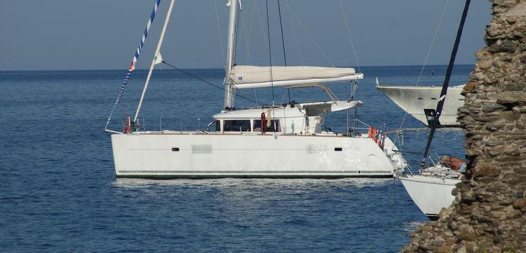 Un catamaran compact et facile à vivre, en mer comme au mouillage.