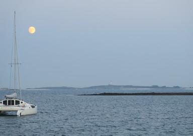 Rendez-vous avec la lune dans le dernier lagon breton.