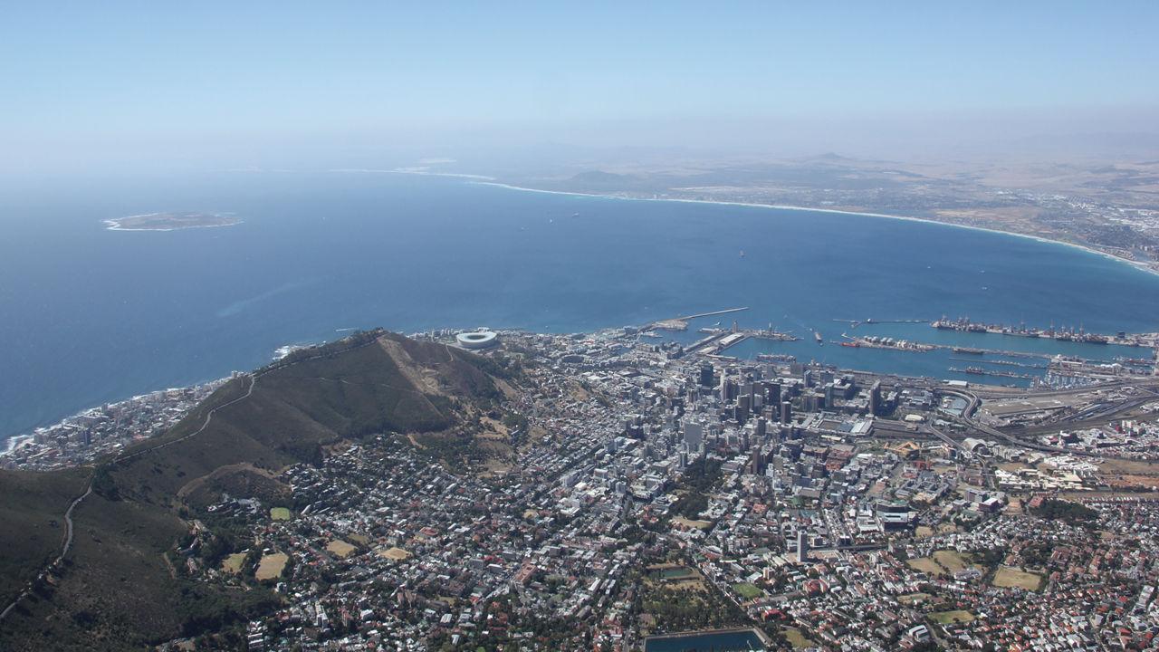 Villes tentaculaires, mais mouillages déserts et intérieurs des terres luxuriants, l'Afrique du Sud est multiple, et justifie une escale longue.