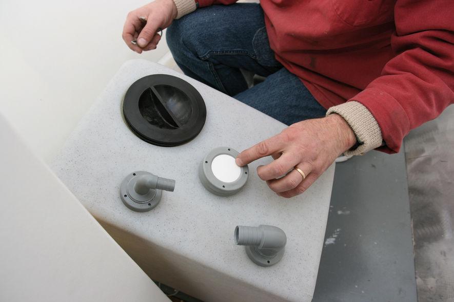 Installer un réservoir à eaux noires étape 4