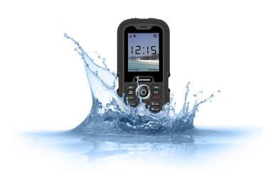 TELEFUNKEN se jette à l'eau avec le dernier modèle de sa collection de téléphones portables, le TM 800 CRUSOE