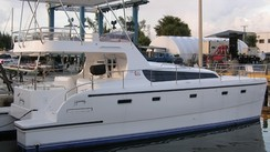 Havana 40 Flybridge Powercat