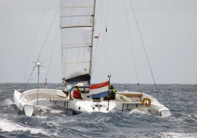 Selon le pavillon arboré sur son bateau, le navigateur préfére-t-il un mouillage plutôt qu'un autre ? C'est la théorie de Graham après ses nombreuses navigations !