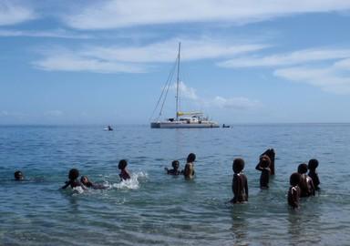 Jangada, au mouillage de Rangusuksu, Wali Bay, île de Pentecôte, Vanuatu
